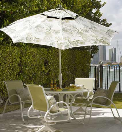 Telescope Aruba Patio Dining Set with Umbrella